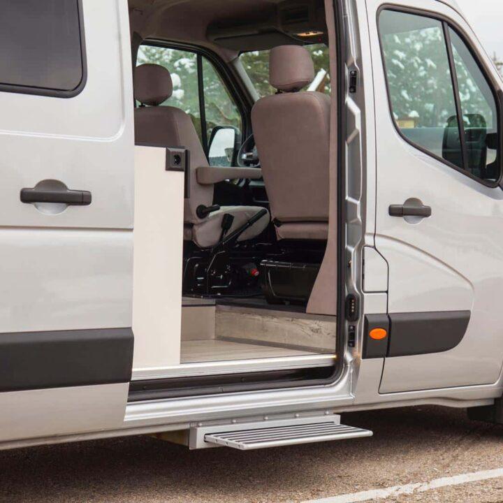 Renault Master Campervan Busmacher Renault Master 13 min 720x720