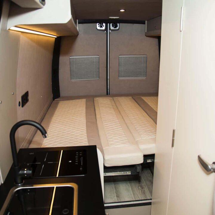 Renault Master Campervan Busmacher Renault Master 15 min 720x720